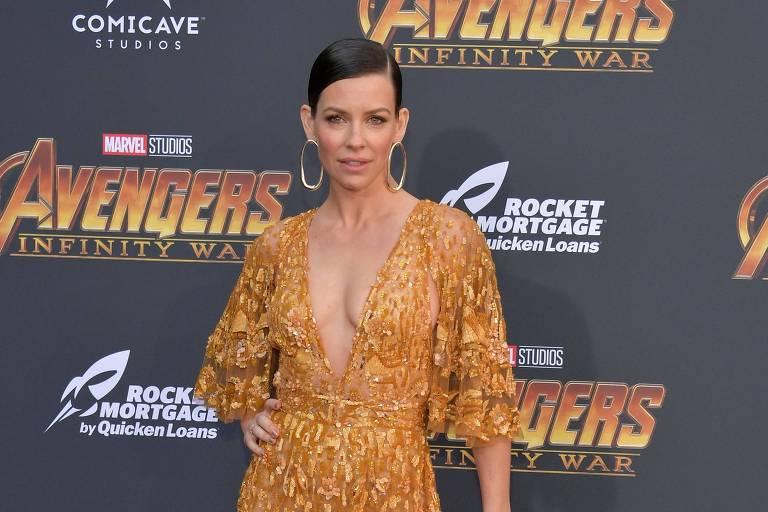Evangeline Lilly posa para fotos na pré-estreia de 'Vingadores: Guerra Infinita' em Los Angeles
