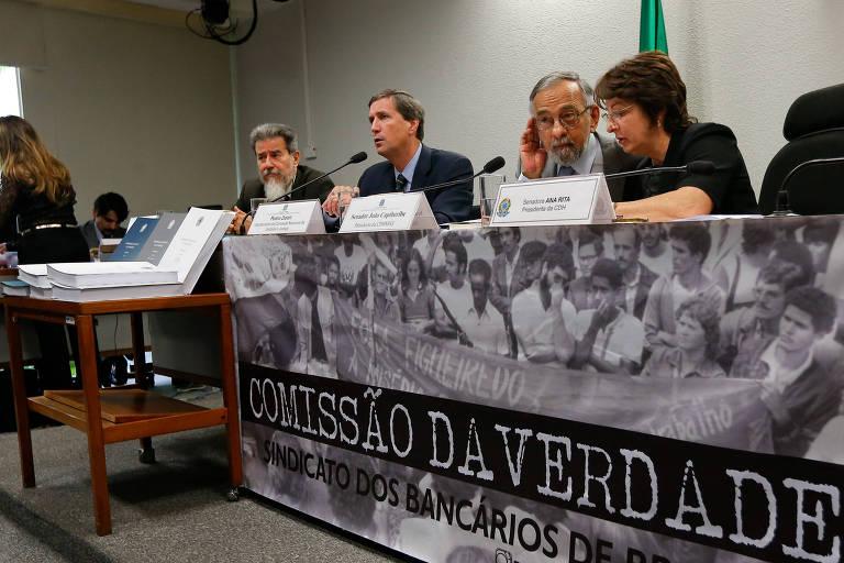 Reunião da Comissão de Direitos Humanos do Senado recebe o relatório da Comissão Nacional da Verdade (CNV) sobre a ditadura militar, em dezembro de 2014
