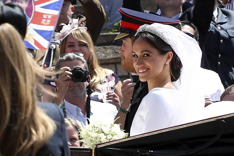 Fãs reais reunidos  durante o casamento do príncipe Harry da Grã-Bretanha com Meghan Markle em Windsor