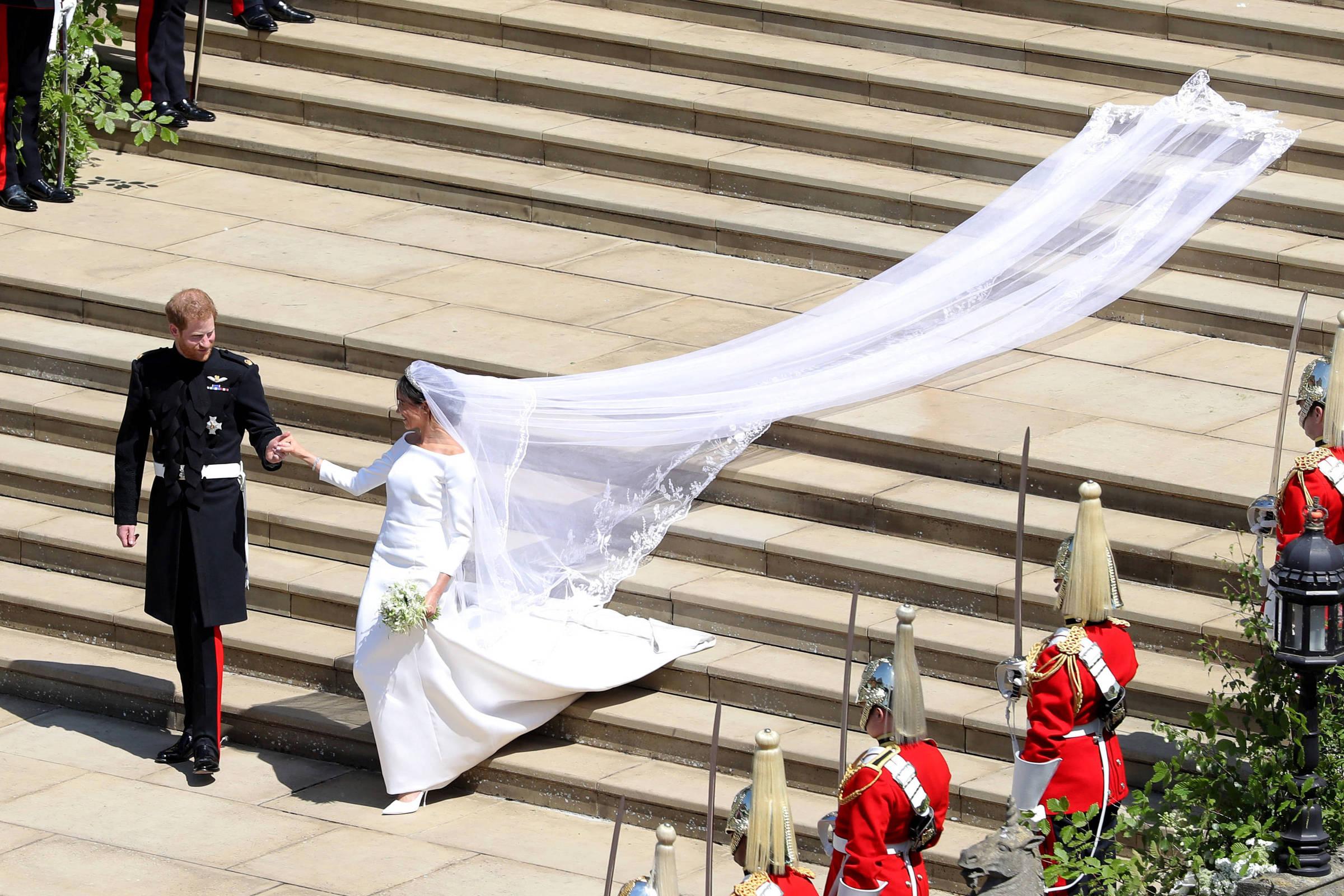 f5 celebridades do bolo ao vestido saiba as diferencas entre os casamentos de meghan kate e diana 19 05 2018 casamentos de meghan kate e diana
