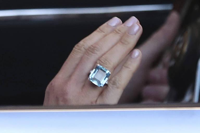 O anel usado pela duquesa de Sussex pertencia à princesa Diana