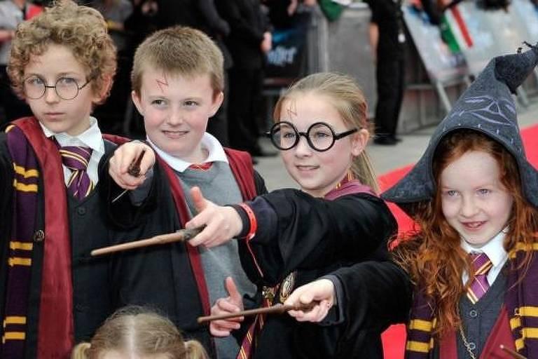 A série Harry Potter é a mais vendida de todos os tempos, inspirando uma legião de fãs