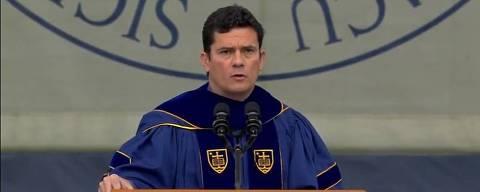 O juiz Sergio Moro é homenageado como o principal orador da cerimônia de formatura da Universidade de Notre Dame, em Indiana, nos EUA