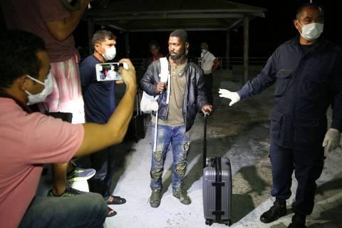 Barco com 25 imigrantes africanos e dois brasileiros é resgatado no Maranhão