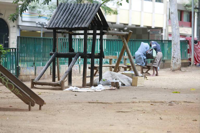 Parques infantis abandonados em SP