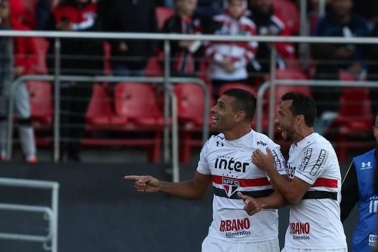 Diego Souza e Nenê, jogadores do São Paulo