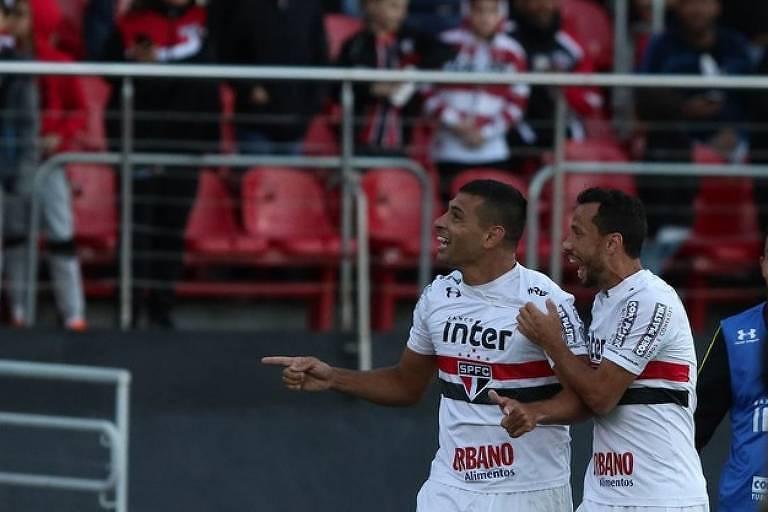 Diego Souza e Nenê festejam na vitória do São Paulo 21fb7a2037cfb