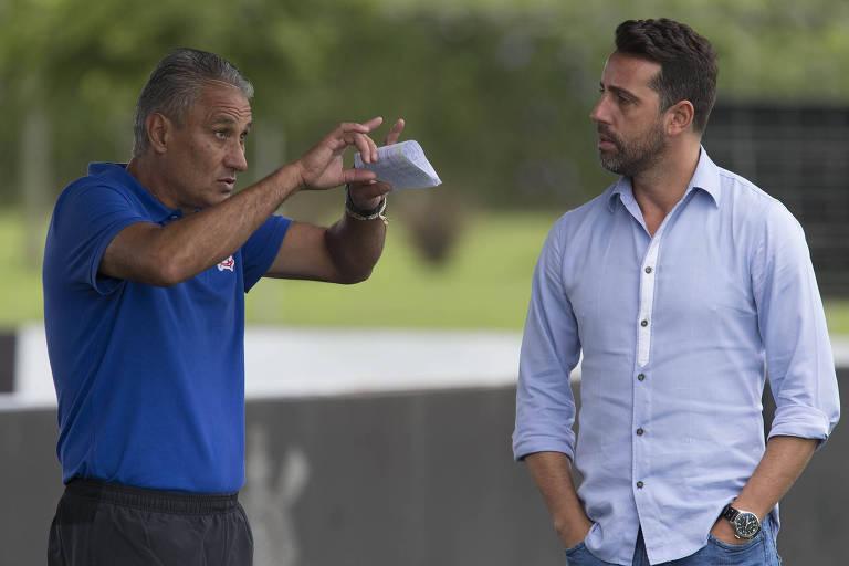 Edu Gaspar conversa com Tite durante treino do Corinthians, em 2016
