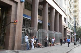 Segurados esperam até 3 horas para atendimento no INSS