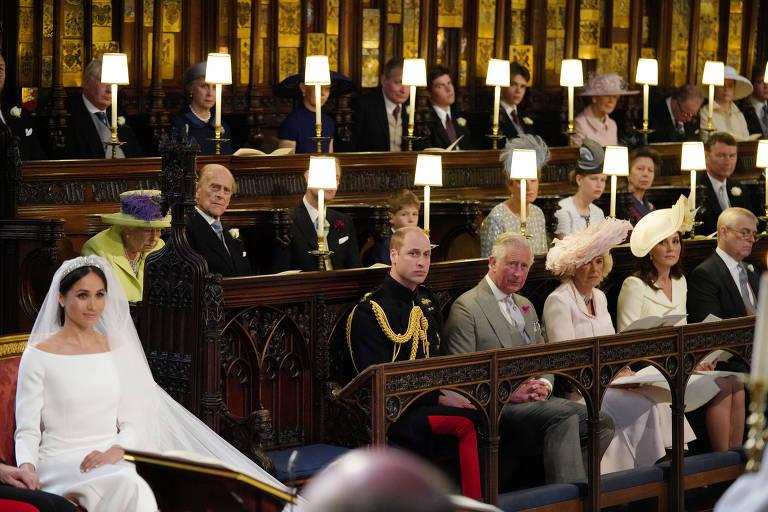 Nesta foto de Meghan Markle durante a cerimônia é possível ver o espaço vago na frente da rainha Elizabeth e ao lado do príncipe William