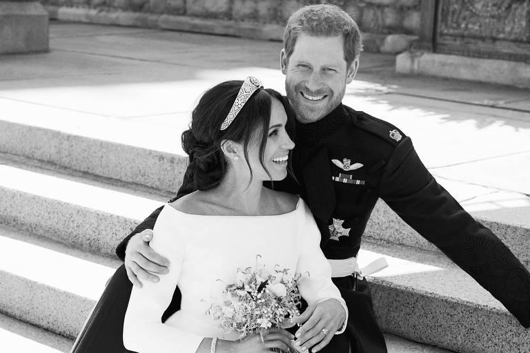 A foto dos noivos foi divulgada pelas redes sociais oficiais da família real