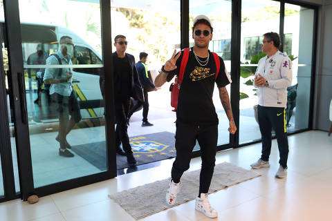 Brazil's soccer player Neymar arrives at the Brazilian Soccer Confederation training center in Teresopolis, Brazil May 21, 2018. Brazilian Soccer Confederation (CBF)/Handout via REUTERS ATTENTION EDITORS - THIS IMAGE WAS PROVIDED BY A THIRD PARTY.  IT IS DISTRIBUTED, EXACTLY AS RECEIVED BY REUTERS, AS A SERVICE TO CLIENTS. NO SALES. NO ARCHIVES ORG XMIT: RJO201