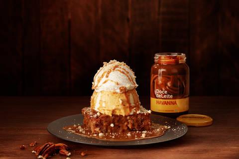 Havanna Thunder, do Outback (brownie com nozes pecan coberto por uma bola de sorvete de baunilha, chantili, biscoito amanteigado e calda de doce de leite), R$ 31