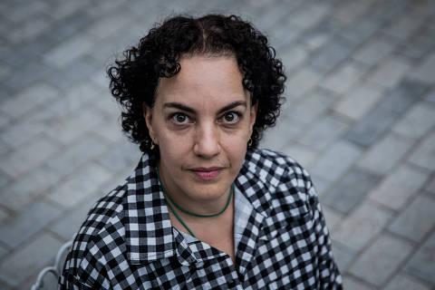 SÃO PAULO, SP, BRASIL, 16-05-2018: Retrato da publicitária  Roberta Carusi, 47, que trabalhou em agência de promoção (live mkt) por 8 anos sob stress intenso. Fazia jornadas de 18 a 20 horas diárias, sem fins de semana. Há quatro anos teve um esgotamento e levou dois anos para conseguir o diagnóstico. (Foto: Eduardo Anizelli/ Folhapress, FSP-SUP-EMPREGOS) ***EXCLUSIVO***