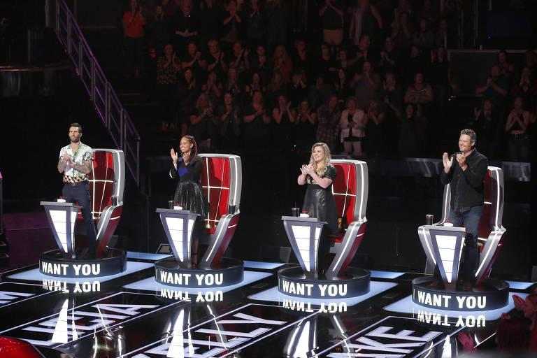 Da esq. para dir., os jurados Adam Levine, Alicia Keys, Kelly Clarkson e Blake Shelton