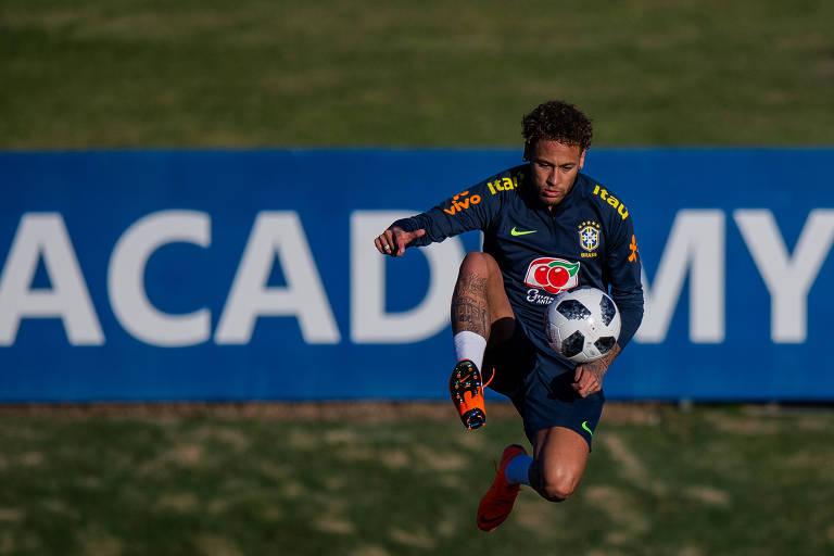 2a31d8f003 ... Neymar durante treino físico na Granja Comary