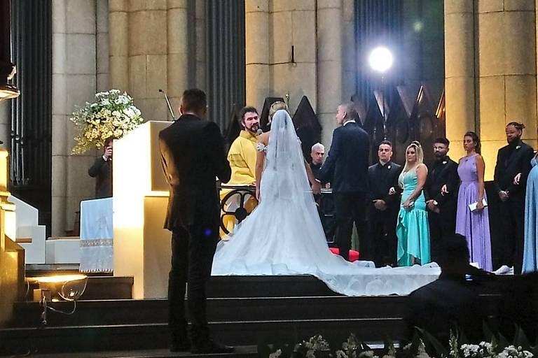 Padre Fábio de Melo celebra união de Lexa e MC Guimê na Catedral da Sé, centro de São Paulo
