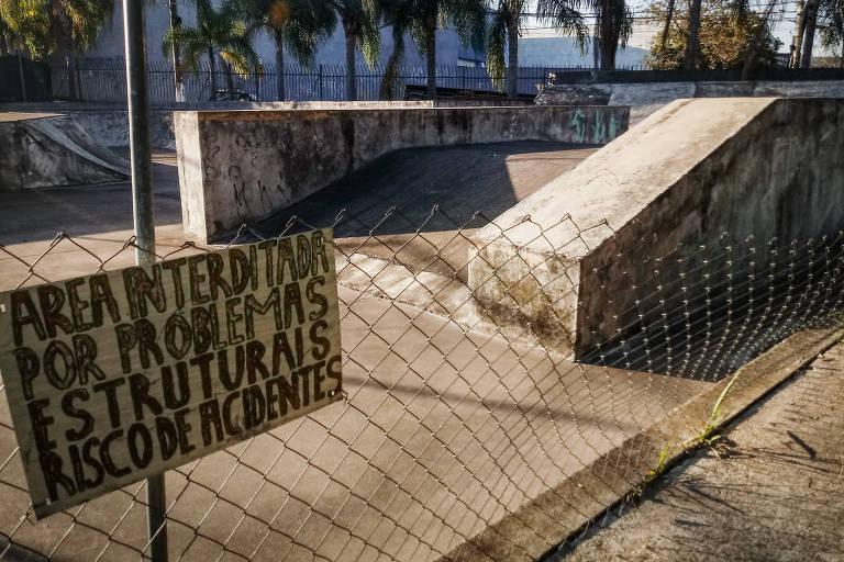 Parque Jacintho Alberto, em Pirituba (zona norte de São Paulo), tem área interditada por problemas de estrutura e falta de manutenção