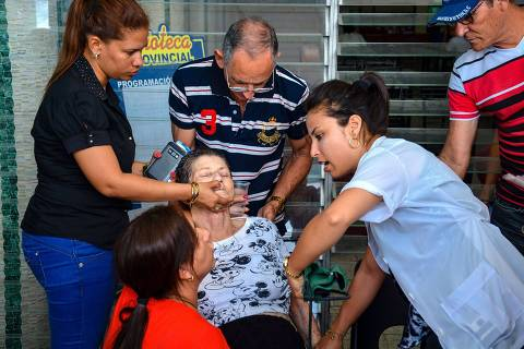 The mother of a member of the Nazareno church who died in the plane crash in Havana that killed 110 people, is assisted during the funeral in Holguin, eastern Cuba, on May 22, 2018.