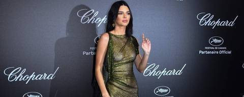 US model Kendall Jenner poses as she arrives on May 11, 2018 for the Secret Chopard Party on the sidelines of the 71st Cannes film festival in Cannes, southeastern France. / AFP PHOTO / Yann COATSALIOU