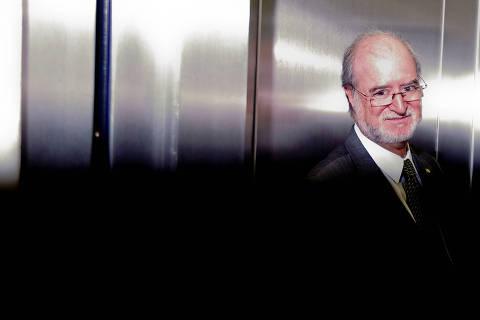 Ex-governador Azeredo é considerado foragido pela Polícia Civil de Minas