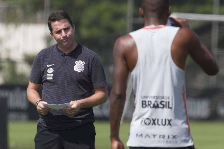 Técnico Osmar Loss, do Corinthians