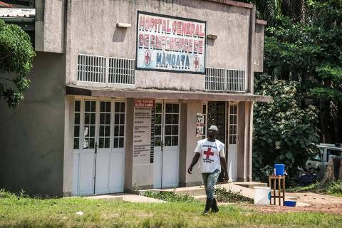 An International Red Cross Committee (ICRC) staff member walks in front of a quarantine zone at the hospital of Wangata in Mbandaka on May 22, 2018, in the Democratic Republic of Congo.