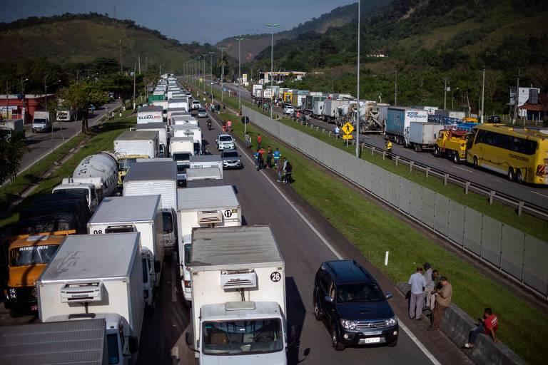 Resultado de imagem para Greve afeta abastecimento de alimentos e postos de gasolina no Sul