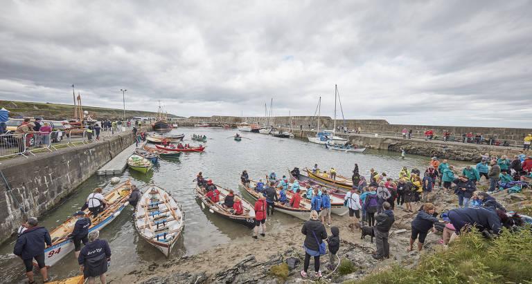 Embarcações no porto de Portsoy, na Escócia, no Festival de Barcos Tradicionais