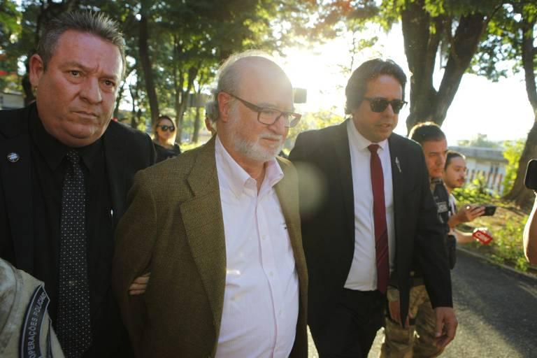 Após prisão, Azeredo perde salário de R$ 25 mil, mas terá TV e comida caseira