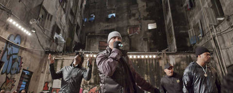SÃO PAULO, SP, BRASIL,  28-10-2012, 18h00: O grupo Racionais MCs em gravacao do videoclipe da musica em homenagem a Carlos Marighela em prédio ocupado por