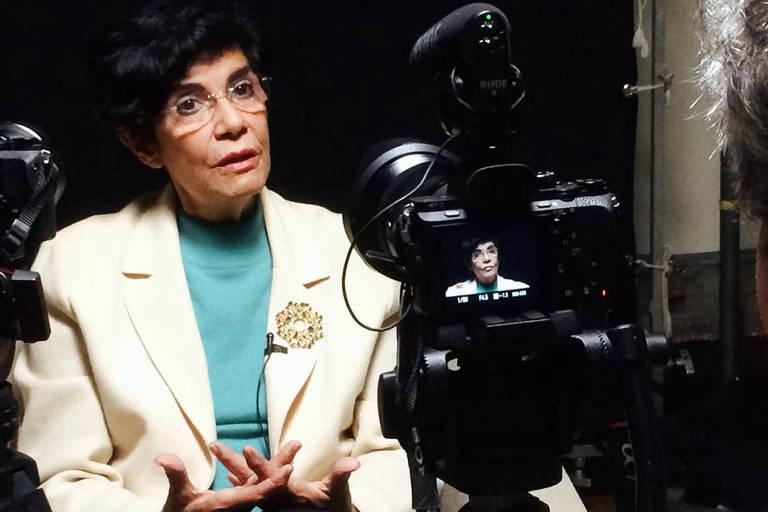 "Cena de ""Alegorias do Brasil"", que traz entrevistas com intelectuais como Marilena Chauí"
