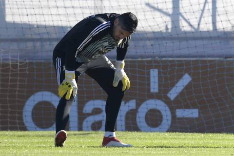 Argentina's goalkeeper Sergio Romero stretches during a training session in Ezeiza, Buenos Aires, on May 22, 2018.