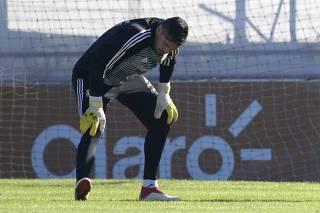 Com corte de Romero, escolha de goleiro abre polêmica na Argentina