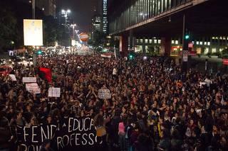 Protesto de professores e alunos de escolas particulares