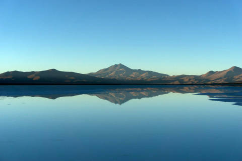 A view of Maricunga salt flat placed next to 'Los Andes' mountain range, Copiapo, Chile, February 10, 2018. Picture taken February 10, 2018. REUTERS/David Pasten NO RESALES. NO ARCHIVES ORG XMIT: GGGIA101