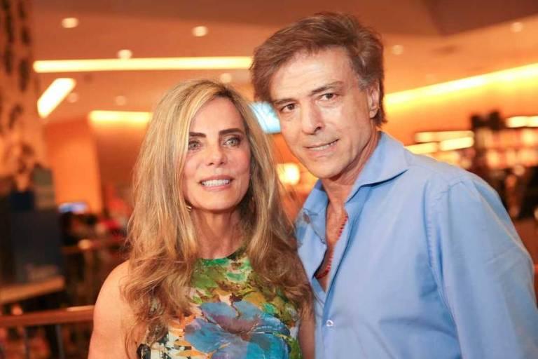 """Bruna Lombardi ao lado do marido, Carlos Alberto Riccelli, no Lancamento de seu livro """"Jogo da Felicidade"""", em 2015"""