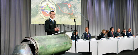 Dutch police officer Wilbert Paulissen, head of the National Crime Squad, is pictured next to a damaged missile as he presents interim results in the ongoing investigation of the 2014 MH17 crash that killed 298 people over eastern Ukraine, during a news conference by members of the Joint Investigation Team, comprising the authorities from Australia, Belgium, Malaysia, the Netherlands and Ukraine, in Bunnik, Netherlands, May 24, 2018. REUTERS/Francois Lenoir ORG XMIT: FLR08