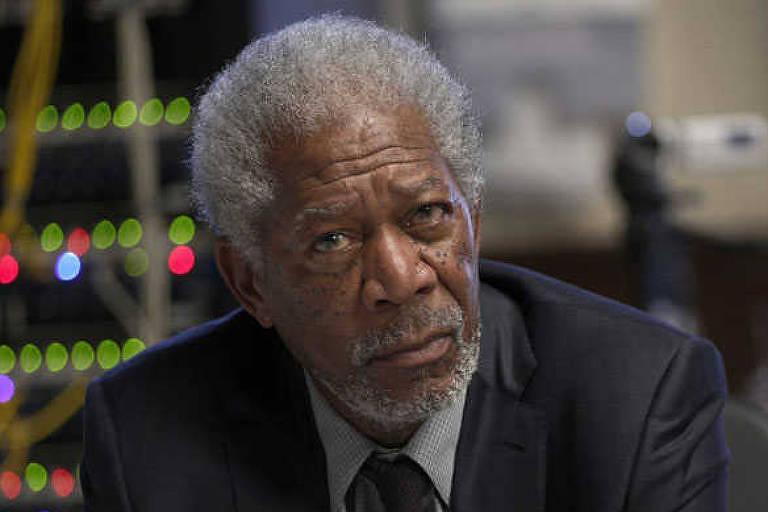 """Morgan Freeman em cena de """"Lucy"""""""
