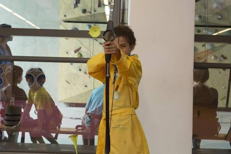 Atividade de tiro com arco no Sesc 24 de Maio