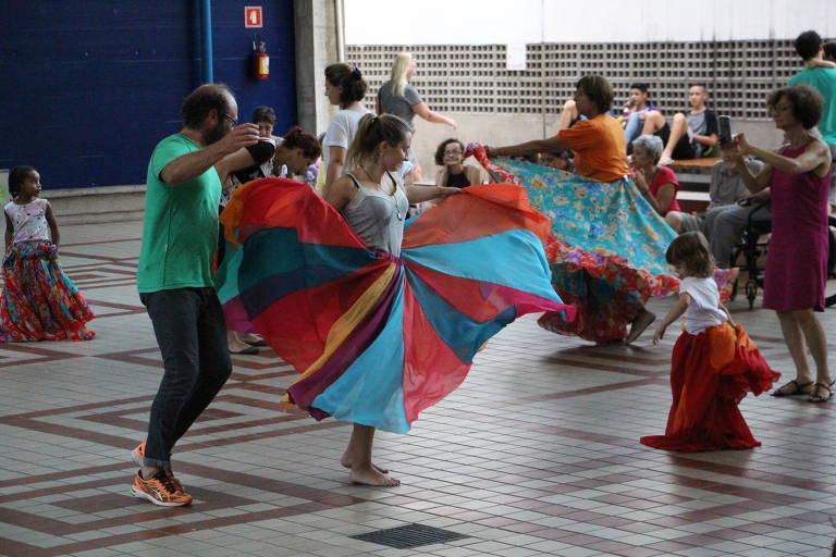 Pessoas dançando no Sesc Vila Mariana