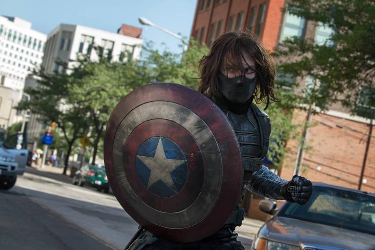 """O ator Sebastian Stan, como o personagem Soldado Invernal, em cena do filme """"Capitão América 2"""""""