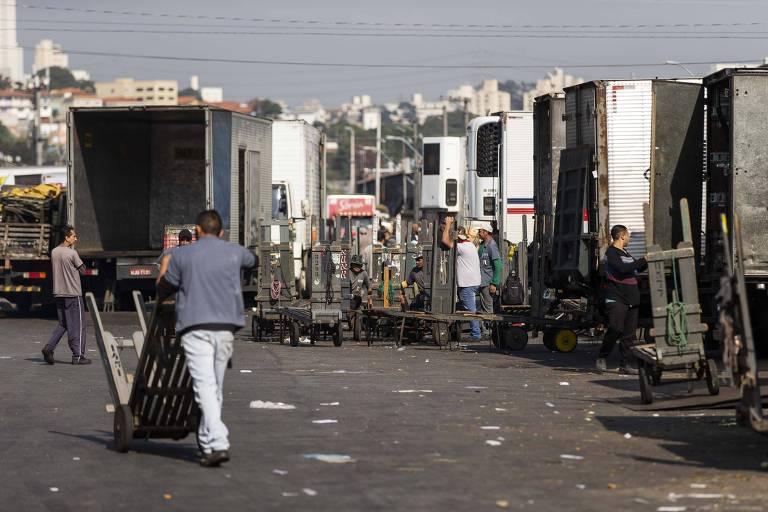 Movimentação na Ceagesp, onde vendedores ficam sem estoque por conta da paralisação dos caminhoneiros