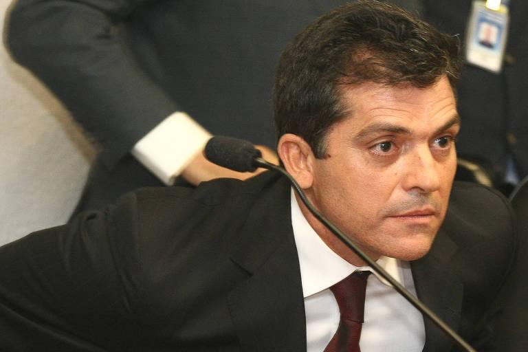 De terno e gravata, o dono da empreiteira Delta, Fernando Cavendish depõe, em 2012, na CPI que investigava as relações entre a empresa e o esquema montado pelo empresário Carlos Augusto Ramos, o Carlinhos Cachoeira