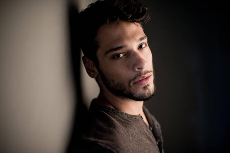 """O ator Bruno Fagundes, que está na nova temporada da série """"3%"""", da Netflix"""