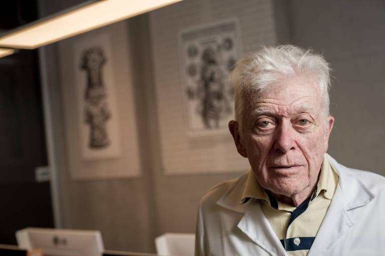 O cirurgião Euclydes Marques, 83, um dos responsáveis pelo primeiro transplante cardíaco do país