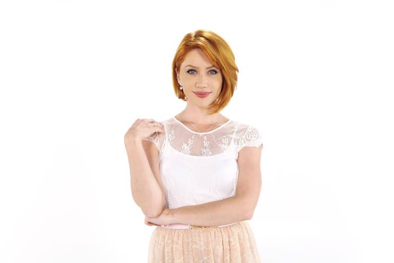 A atriz Gabriela Petry posa para a foto