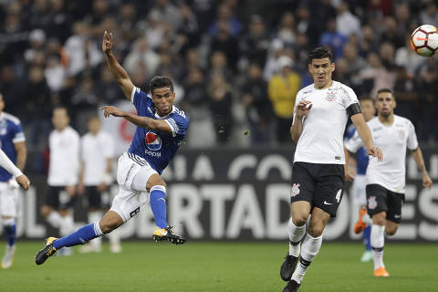 Cesar Carrillo of Colombia's Millonarios, left, scores a goal against Brazil's Corinthians during a Copa Libertadores soccer match in Sao Paulo, Brazil, Thursday, May 24, 2018. (AP Photo/Andre Penner) ORG XMIT: XAP116