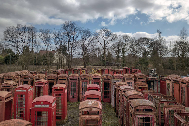 Cabines de telefones vermelhas são restauradas