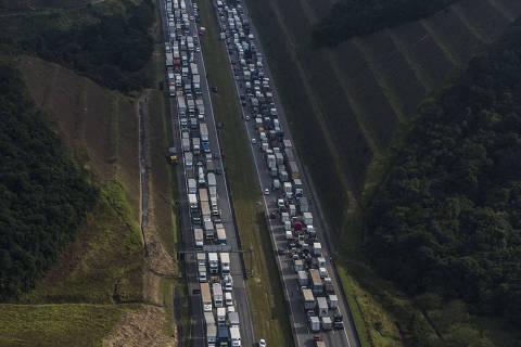 Cidadãos viram reféns do setor de transporte de carga contra Petrobras